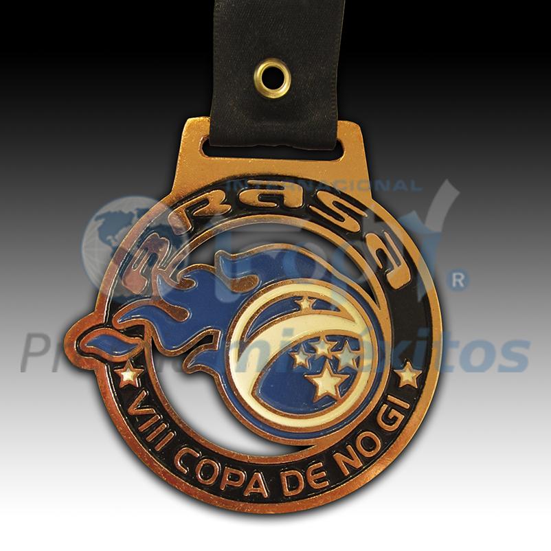 Medalla Calada Cuadrada ¡¡¡Conozca la magia creativa de nuestros diseñadores!!!
